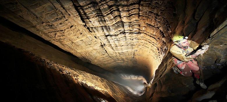 Grimper à la Grotte Momtaz en Iran