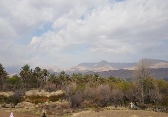 Randonnée au village en Iran