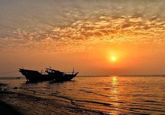 Coucher de soleil depuis le port de Buchehr au sud Iran